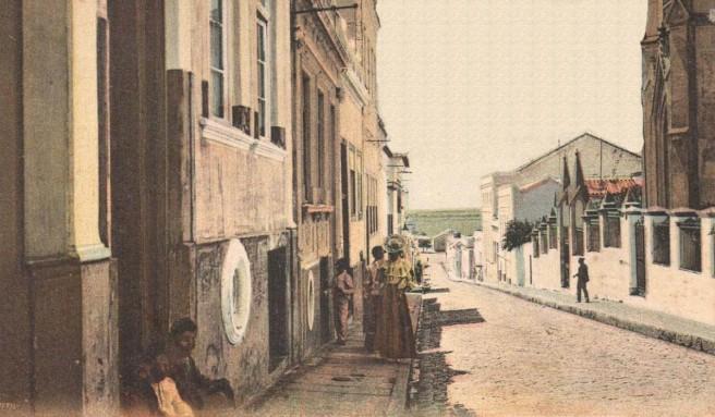 A atual Rua Senhor dos Passos, antigo Beco ou Rua do Couto, no séc. XIX.
