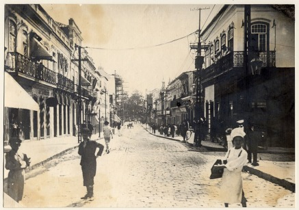 foto 019f - Virgílio Calegari - Rua dos Andradas esquina Rua Uruguai - início do século XX. Fototeca Sioma Breitman do Museu de Porto Alegre Joaquim José Felizardo.