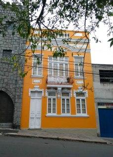 Permanência de arquitetura da virada do sécs. XIX-XX. Rua Vasco Alves. Foto da Pesquisadora, 2018.
