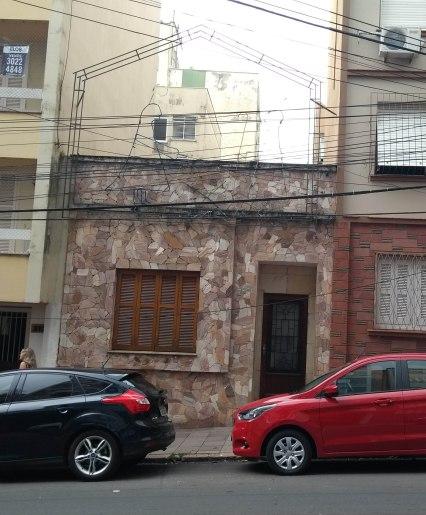 Casa de porta e janela. Permanência de arquitetura da virada do sécs. XIX-XX. Rua Vasco Alves. Foto da Pesquisadora, 2018.